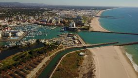 Όμορφο Vilamoura με τη μαρίνα και την αμμώδη ευρεία παραλία, Quarteira, Πορτογαλία απόθεμα βίντεο