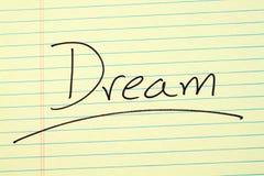 Όνειρο σε ένα κίτρινο νομικό μαξιλάρι Στοκ εικόνες με δικαίωμα ελεύθερης χρήσης