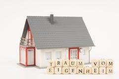 Όνειρο της ιδιοκτησίας ενός σπιτιού γερμανικά Στοκ Εικόνα