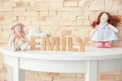 Όνομα EMILY μωρών που αποτελείται από τις ξύλινες επιστολές στον πίνακα Στοκ φωτογραφία με δικαίωμα ελεύθερης χρήσης