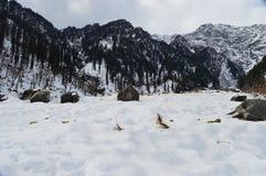 όντας ερχόμενο τοπίο βουνών βουνών κτηρίων στοκ φωτογραφία με δικαίωμα ελεύθερης χρήσης