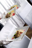 όντας τρόφιμα που εξυπηρετούνται Στοκ εικόνες με δικαίωμα ελεύθερης χρήσης