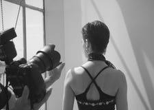 όντας φωτογράφος που τίθ&epsil Στοκ Φωτογραφία