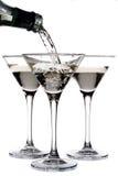 όντας martini που χύνεται γυαλί Στοκ Εικόνες