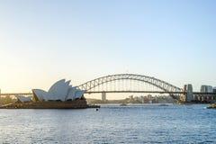 Όπερα του Σίδνεϊ και λιμενική γέφυρα, λιμάνι του Σίδνεϊ Στοκ εικόνες με δικαίωμα ελεύθερης χρήσης