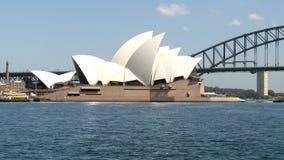 Όπερα του Σίδνεϊ και λιμενική γέφυρα απόθεμα βίντεο