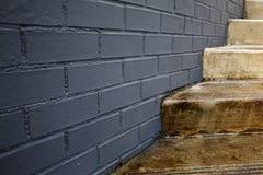 Όπου τα σκαλοπάτια συναντούν τον τοίχο Στοκ Εικόνες
