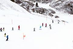 όπως επικίνδυνα παγετώνας αμοιβών feegletscher τα γνωστά που βασικά saas τρεξιμάτων θερέτρου μερών χωρίζουν το σκι κάνοντας σκι Ε Στοκ εικόνα με δικαίωμα ελεύθερης χρήσης