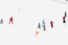 όπως επικίνδυνα παγετώνας αμοιβών feegletscher τα γνωστά που βασικά saas τρεξιμάτων θερέτρου μερών χωρίζουν το σκι κάνοντας σκι Ε Στοκ Φωτογραφία