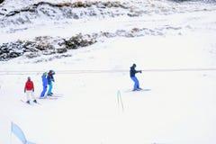 όπως επικίνδυνα παγετώνας αμοιβών feegletscher τα γνωστά που βασικά saas τρεξιμάτων θερέτρου μερών χωρίζουν το σκι κάνοντας σκι Ε Στοκ Φωτογραφίες