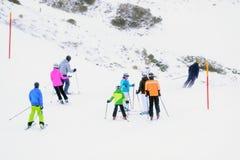 όπως επικίνδυνα παγετώνας αμοιβών feegletscher τα γνωστά που βασικά saas τρεξιμάτων θερέτρου μερών χωρίζουν το σκι κάνοντας σκι Ε Στοκ Εικόνα