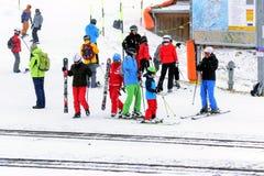 όπως επικίνδυνα παγετώνας αμοιβών feegletscher τα γνωστά που βασικά saas τρεξιμάτων θερέτρου μερών χωρίζουν το σκι κάνοντας σκι Ε Στοκ Εικόνες