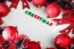 όπως η ανασκόπηση είναι μπορεί θέμα απεικόνισης Χριστουγέννων χρησιμοποιούμενο Κόκκινες λαμπρές σφαίρες Χριστουγέννων Στοκ εικόνα με δικαίωμα ελεύθερης χρήσης
