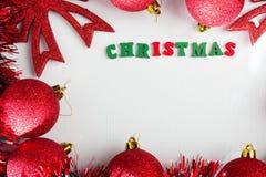 όπως η ανασκόπηση είναι μπορεί θέμα απεικόνισης Χριστουγέννων χρησιμοποιούμενο Κόκκινες λαμπρές σφαίρες Χριστουγέννων Στοκ Φωτογραφία