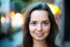 όπως μπορείτε να αντιγράψετε υπαίθρια τη σωστή διαστημική γυναίκα χρήσης πορτρέτου μερών νέοι Στοκ Εικόνα