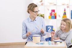 Όργανα παιχνιδιών παιχνιδιού με το δάσκαλο Στοκ εικόνα με δικαίωμα ελεύθερης χρήσης