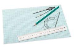 Όργανα σχεδίων που βρίσκονται σε χαρτί χάραξης Στοκ εικόνα με δικαίωμα ελεύθερης χρήσης