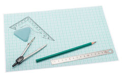 Όργανα σχεδίων που βρίσκονται σε χαρτί χάραξης Στοκ Φωτογραφία