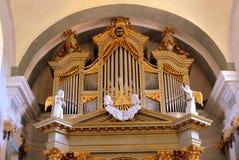 Όργανο μέσα στην ενισχυμένη μεσαιωνική εκκλησία στο χωριό Ungra, Τρανσυλβανία Στοκ φωτογραφία με δικαίωμα ελεύθερης χρήσης