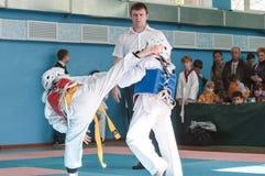 Όρενμπουργκ, Ρωσία - 23 04 2016: Ανταγωνισμοί Taekwondo μεταξύ των αγοριών Στοκ εικόνα με δικαίωμα ελεύθερης χρήσης