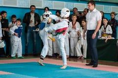 Όρενμπουργκ, Ρωσία - 23 04 2016: Ανταγωνισμοί Taekwondo μεταξύ των αγοριών Στοκ Εικόνα
