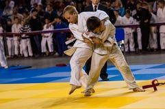Όρενμπουργκ, Ρωσία - 16 Απριλίου 2016: Τα αγόρια ανταγωνίζονται στο τζούντο Στοκ φωτογραφίες με δικαίωμα ελεύθερης χρήσης