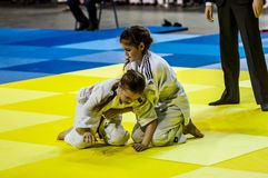 Όρενμπουργκ, Ρωσία - 16 Απριλίου 2016: Τα κορίτσια ανταγωνίζονται στο τζούντο Στοκ φωτογραφίες με δικαίωμα ελεύθερης χρήσης