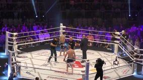 Όρενμπουργκ, Ρωσία - 15 Ιουνίου 2018 έτος: Οι μαχητές ανταγωνίζονται στις μικτές πολεμικές τέχνες απόθεμα βίντεο