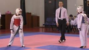 Όρενμπουργκ, Ρωσία - 27 Μαρτίου 2016: Τα αγόρια ανταγωνίζονται στο taekwondo φιλμ μικρού μήκους
