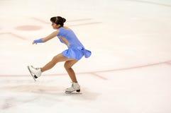 Όρενμπουργκ Ρωσία - 26 Μαρτίου 2016: Τα κορίτσια ανταγωνισμών λογαριάζουν το σκέιτερ Στοκ Εικόνες