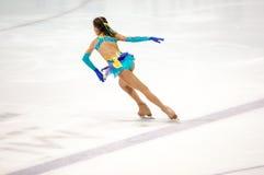 Όρενμπουργκ Ρωσία - 26 Μαρτίου 2016: Τα κορίτσια ανταγωνισμών λογαριάζουν το σκέιτερ Στοκ εικόνες με δικαίωμα ελεύθερης χρήσης