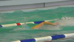 Όρενμπουργκ, Ρωσία - 13 Νοεμβρίου 2016: Τα κορίτσια ανταγωνίζονται στην κολύμβηση απόθεμα βίντεο