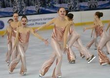 Όρενμπουργκ, Ρωσία - 20 Φεβρουαρίου 2017 έτος: Τα κορίτσια ανταγωνίζονται στο πατινάζ αριθμού Στοκ φωτογραφία με δικαίωμα ελεύθερης χρήσης