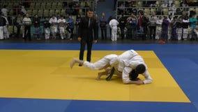 Όρενμπουργκ, Ρωσία - 5 Φεβρουαρίου 2016: Τα αγόρια ανταγωνίζονται στο τζούντο απόθεμα βίντεο