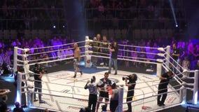 Όρενμπουργκ, Ρωσία - 15 Ιουνίου 2018 έτος: Οι μαχητές ανταγωνίζονται στις μικτές πολεμικές τέχνες φιλμ μικρού μήκους