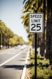 Όριο ταχύτητας 25 σημάδι Στοκ εικόνα με δικαίωμα ελεύθερης χρήσης