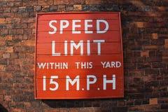Όριο ταχύτητας σημαδιών Στοκ Φωτογραφία