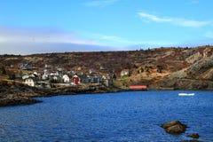Όρμος νέα γη Brigus, μέρος του χωριού και παλιοπράγματα του παγόβουνου Στοκ εικόνες με δικαίωμα ελεύθερης χρήσης
