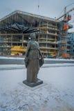 Όσλο, Νορβηγία - 18 Ιουλίου 2016: Ένα άγαλμα της Kirsten Flagstad μπροστά από τη Όπερα Ήταν άριστος τραγουδιστής οπερών Στοκ Εικόνες