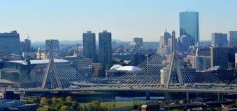 λόφος leonard Μασαχουσέτη π αποθηκών γεφυρών της Βοστώνης zakim Γέφυρα Hill αποθηκών Zakim και ορίζοντας της Βοστώνης Στοκ Εικόνα