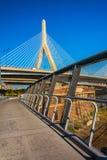 λόφος leonard π αποθηκών γεφυρών της Βοστώνης zakim Αναμνηστική γέφυρα και μια διάβαση πεζών ι Hill αποθηκών Zakim Στοκ φωτογραφία με δικαίωμα ελεύθερης χρήσης