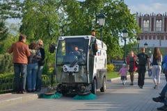 Όχημα αποκομιδής απορριμμάτων οδών στη Μόσχα, Ρωσία Στοκ Φωτογραφία