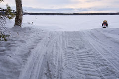 Όχημα για το χιόνι και δάσος Στοκ Εικόνες