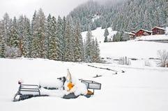 Όχημα για το χιόνι που καλύπτεται με το χιόνι Στοκ φωτογραφίες με δικαίωμα ελεύθερης χρήσης