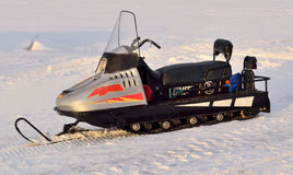 Όχημα για το χιόνι που τροφοδοτείται για την οδήγηση στο χιόνι και τον παγωμένο πάγο Στοκ φωτογραφία με δικαίωμα ελεύθερης χρήσης