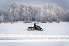 όχημα για το χιόνι στο χιόνι Στοκ φωτογραφία με δικαίωμα ελεύθερης χρήσης