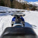 Όχημα για το χιόνι υψηλό σε mountan με το χιόνι Στοκ εικόνα με δικαίωμα ελεύθερης χρήσης