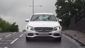 Όχημα οδήγησης αυτοκινήτων της Mercedes φιλμ μικρού μήκους