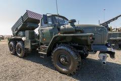 Όχημα 2B17 M1 αγώνα του συστήματος 9K51 ανεμοστρόβιλος-γ πυραύλων πολλαπλάσιος-έναρξης στοκ εικόνες