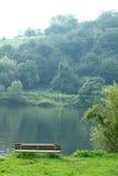 όχθη ποταμού πάγκων στοκ φωτογραφία με δικαίωμα ελεύθερης χρήσης